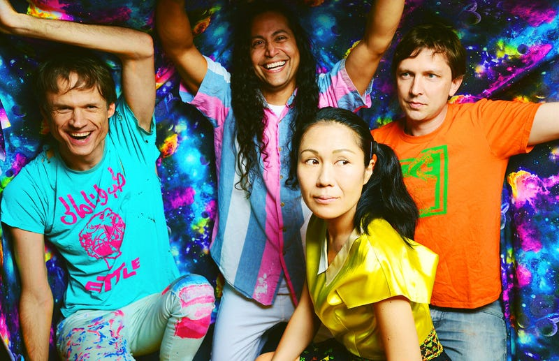 Deerhoof rallies its famous fr...