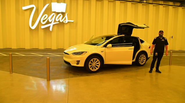 Drivers at Elon Musk s Las Vegas Tunnel Told to Say Musk is  Awesome!