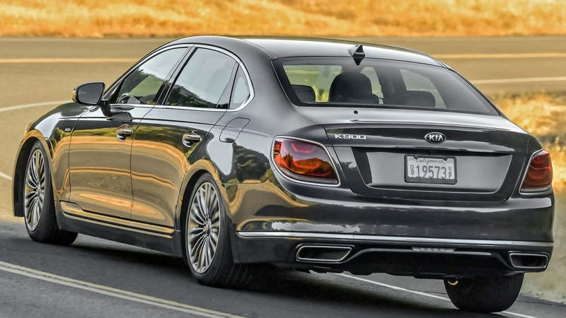 Illustration for article titled In a Stroke of Brilliance, The 2019 Kia K900 Is Now $10,000 More Expensive