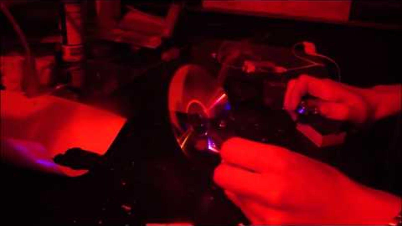 Este Zippo-láser es 1.500 veces más potente que la luz del Sol
