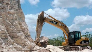 Illustration for article titled Idiot Construction Crew Demolishes 2,300-year-old Maya Pyramid