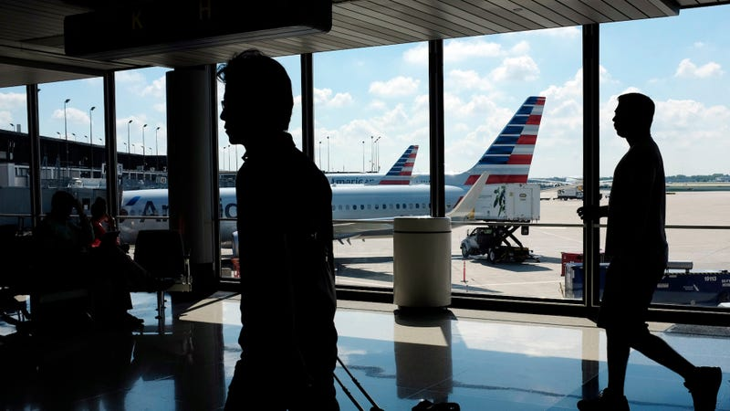 Pilot schedule glitch could impact holiday flights