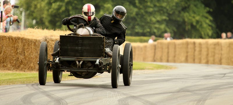 Illustration for article titled Craziness Happens When You Drift A 122 MPH Record Car Built In 1905