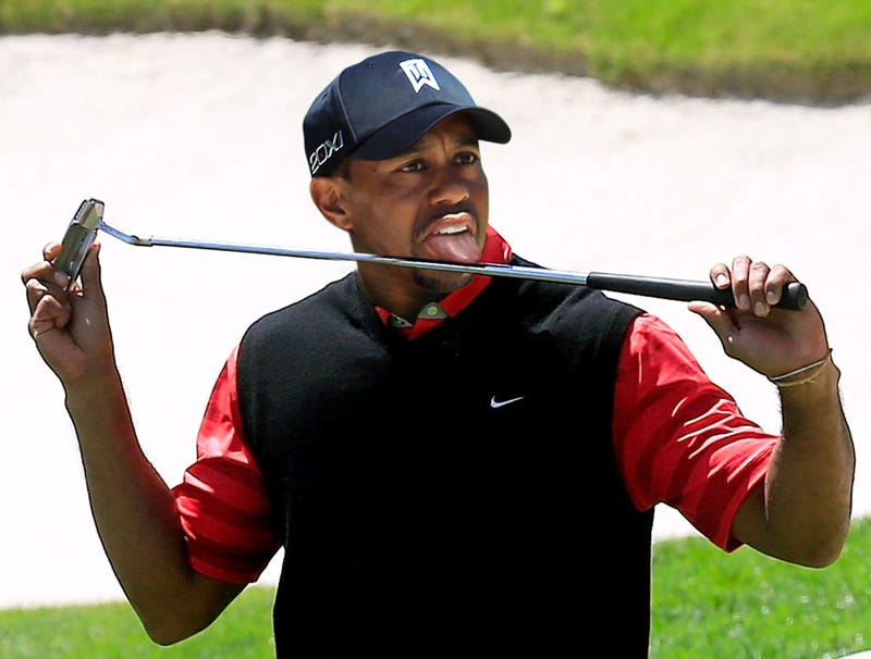 Illustration for article titled Tiger Woods Adds New Celebration Where He Slowly Licks Shaft Of Putter