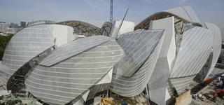 El último y extravagante edificio de Frank Gehry toma forma en París