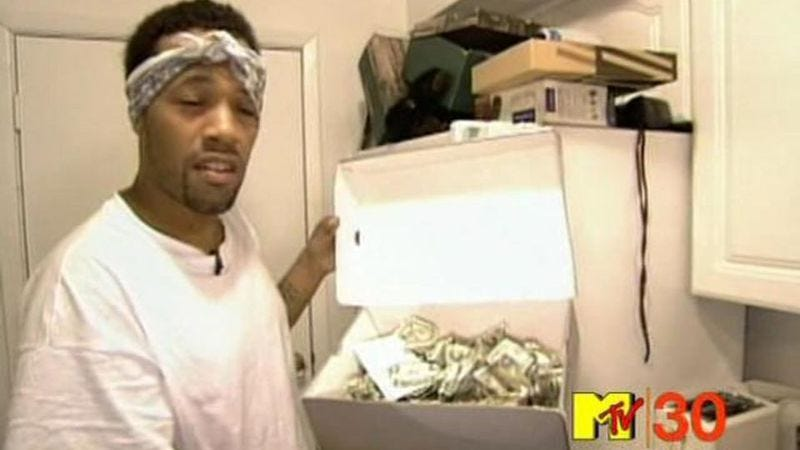 Redman looks at a house in an episode of MTV Cribs.