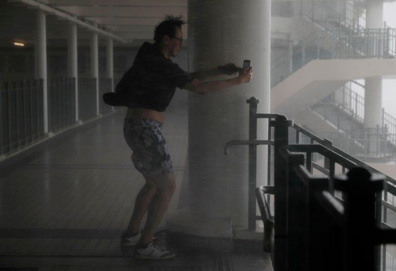 Illustration for article titled Caos y destrucción: así está siendo el paso del super ciclón Mangkhut en Hong Kong