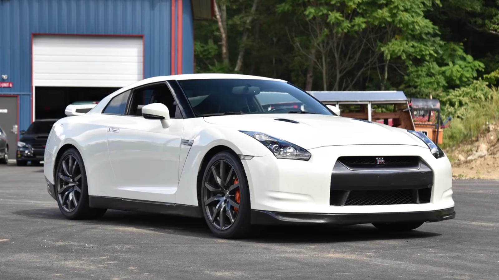 An Early Nissan R35 GT-R Is Still Terrifyingly Fast; Bends Space-Time