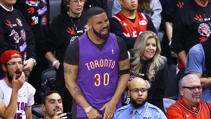 Illustration for article titled Hard To Watch: Drake Forgot To Buy Courtside Tickets For Tonight's Game And Is Now Trying To Act Like He's Friends With The Raptors From The Nosebleeds