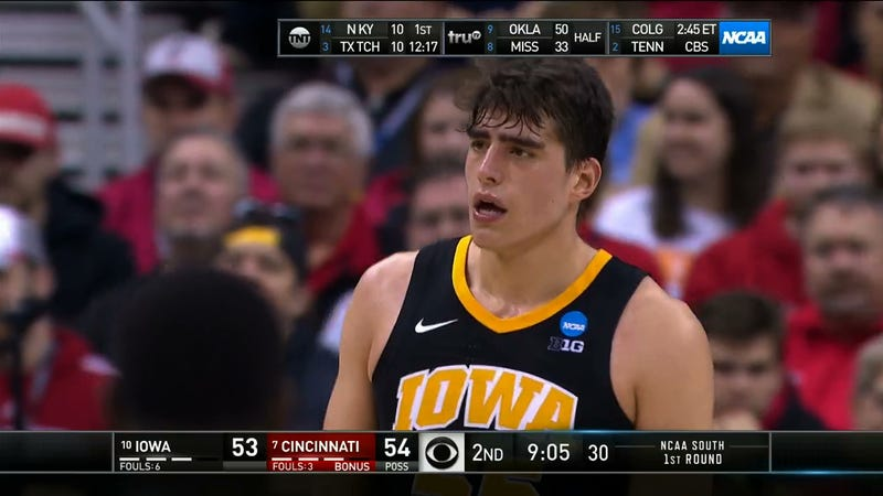 Illustration for article titled Iowa's Luka Garza Has Extremely Powerful Eyebrows