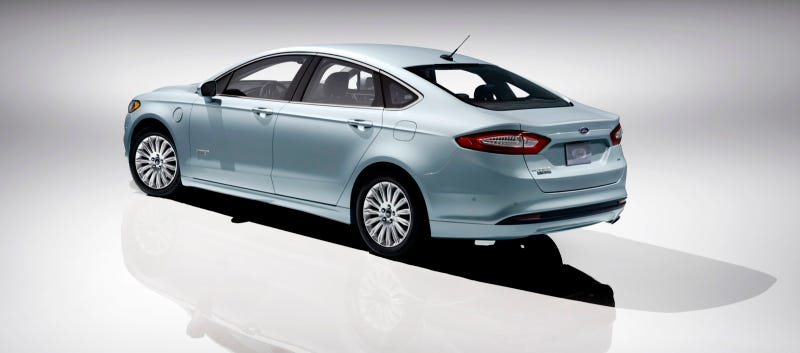 Illustration for article titled Ford Fusion Hybrid Gets A Toyota-Slamming 47 MPG City/Highway