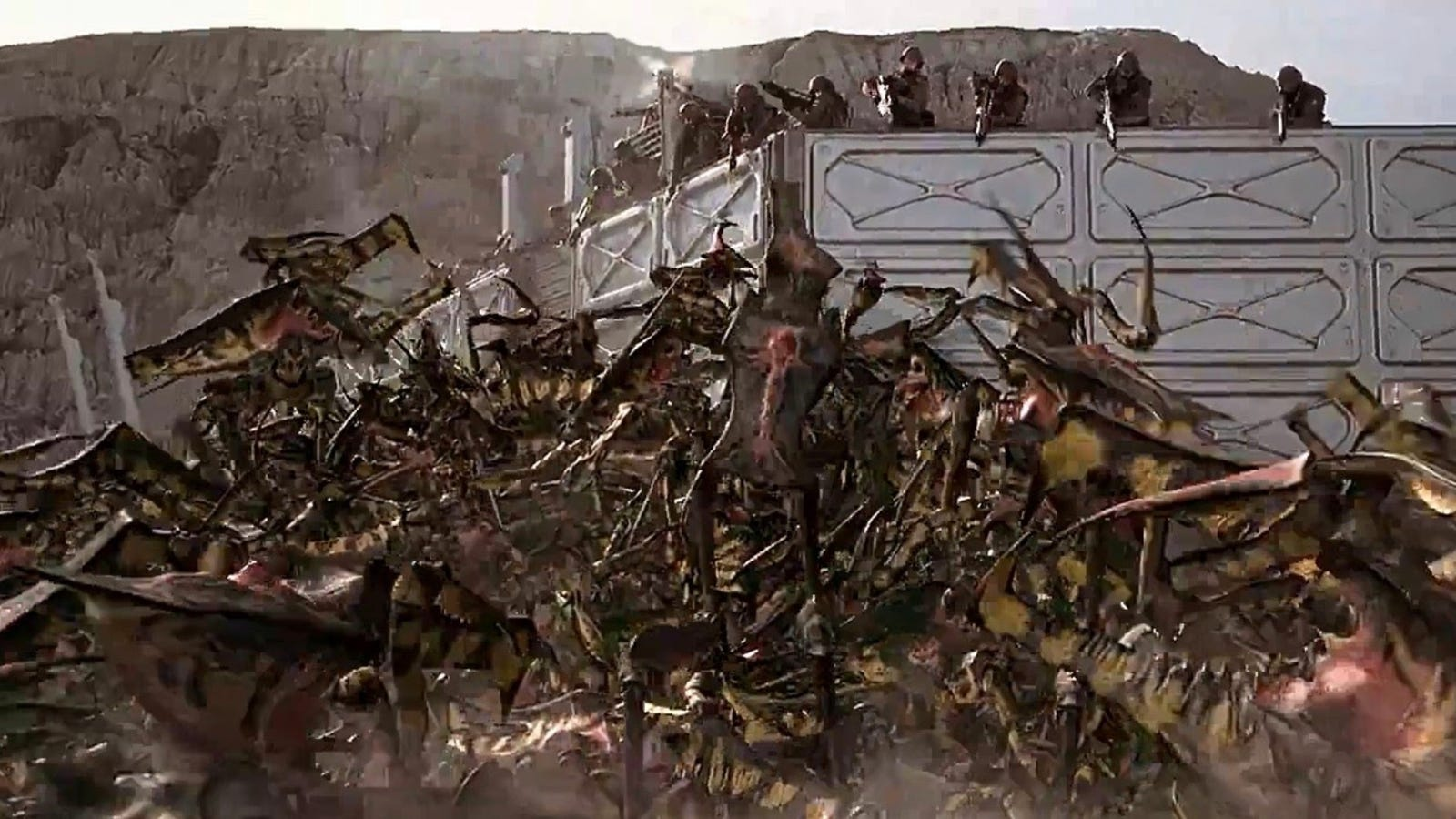 20 Years Later, Some Killer Starship Troopers Behind the Scenes Footage Is Now Online