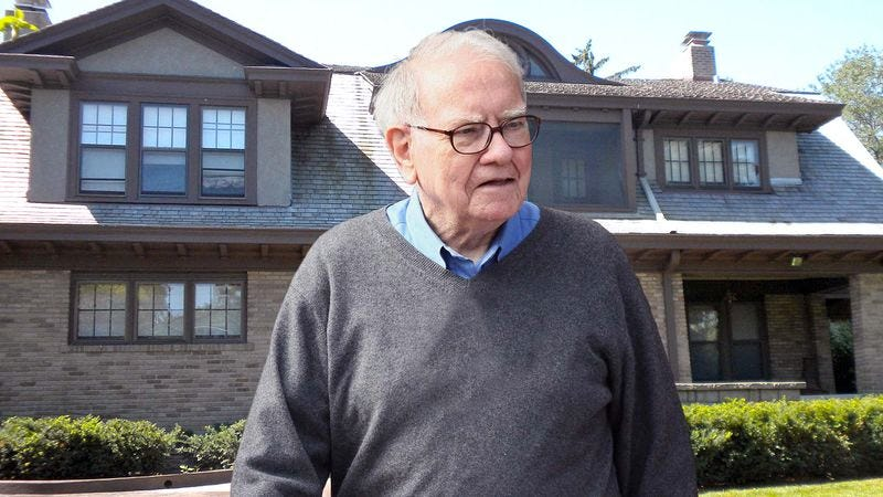 Illustration for article titled Warren Buffett Can't Believe He Has To Live Next To Powerball Winner