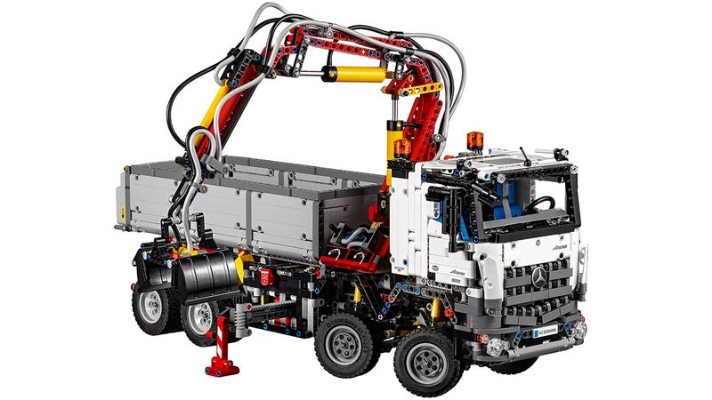 Illustration for article titled Official pics of Lego's newMercedes-Benz construction truck appear