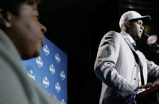 Illustration for article titled Vince Young's Mom Says He Doesn't Want to Play Football Anymore