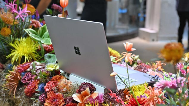 Leaked Benchmarks Suggest Next Surface Laptop 4 Ships With AMD CPUs