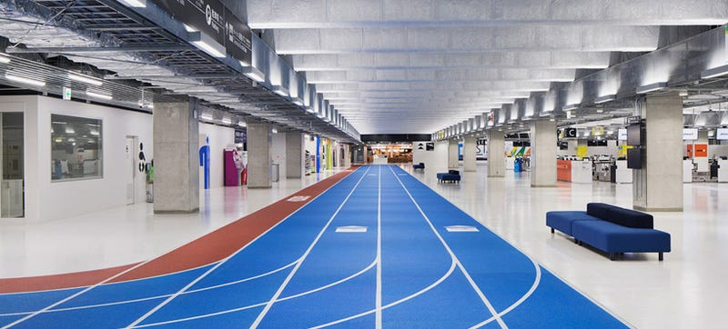 Illustration for article titled This Japanese Airport Has Running Tracks For Travelers to Follow