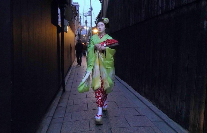 Los turistas en Kyoto están haciendo la vida imposible a las Geishas