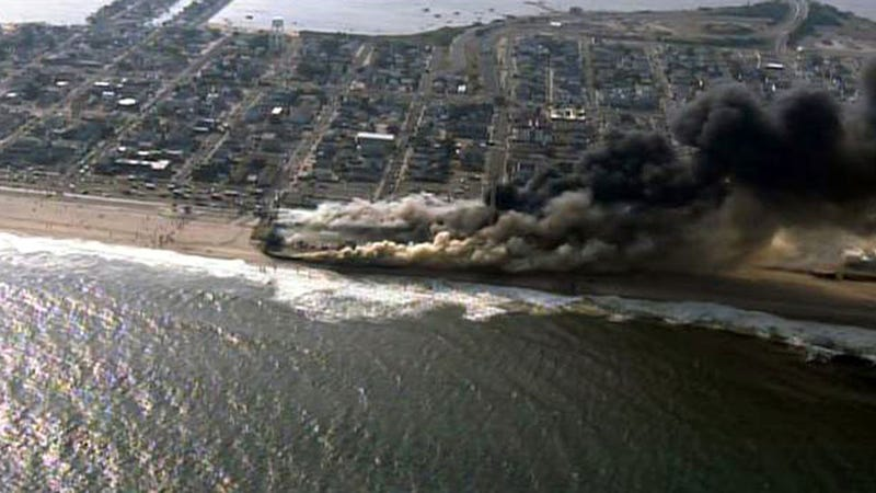 Illustration for article titled Jersey Shore Boardwalk Destroyed by Huge Fire