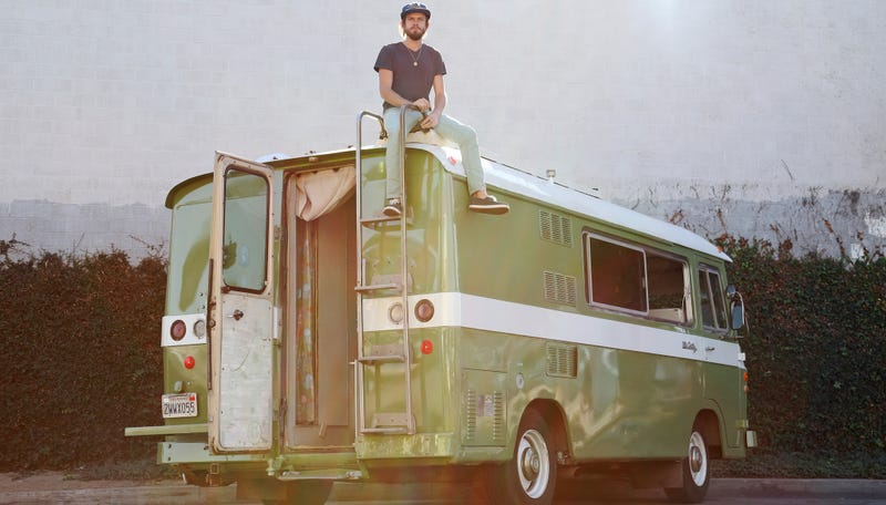 Illustration for article titled Sweet Life: A Van Man Shows You How To Dude It