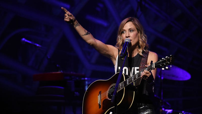 That's Sheryl Crow who is living and breathing bitch / Image via Getty