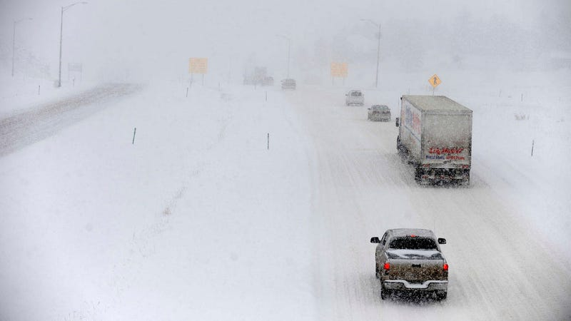 Illustration for article titled Winter driving tips from a pro trucker to you