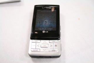 Illustration for article titled LG VX9400 V-CAST TV Phone Hands-On