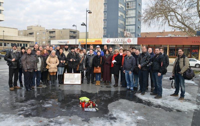 Illustration for article titled Nézd, hol emlékeztek meg a megölt kollégákról a szombathelyi újságírók!