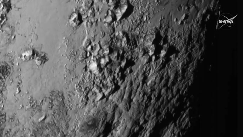 Illustration for article titled Montañas de 3.000 m: esta es la foto más detallada de Plutón nunca vista
