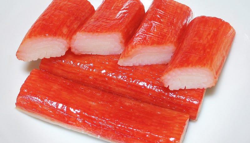 Illustration for article titled Qué es en realidad la carne que se hace pasar por cangrejo en los palitos que compras en el supermercado