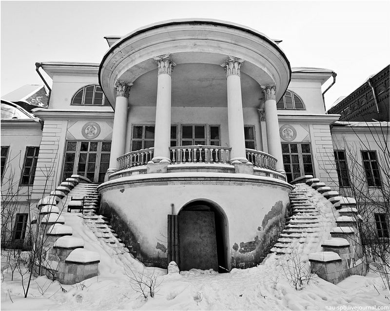 British style houses in russia