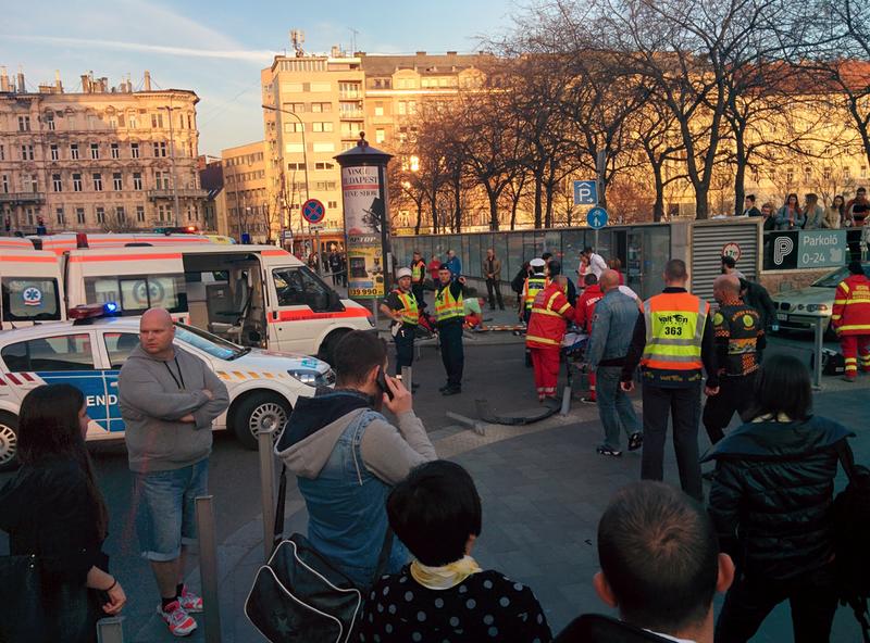 Illustration for article titled Nagyon durva baleset az Erzsébet térnél