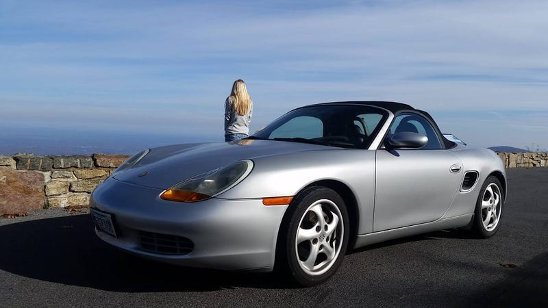 Illustration for article titled At $5,800, Could This 1998 Porsche Boxster Be a Deal of Historic Proportions?