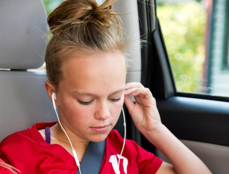 Report: Katelyn To Keep Her Headphones In During Entire 2-Hour Drive To Soccer Game