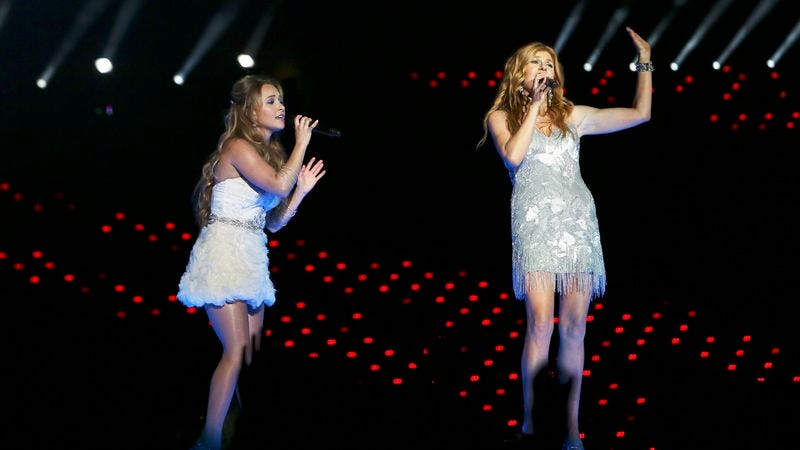 """Hayden Panettiere (left) and Connie Britton perform Juilette Barnes' number one single, """"Labrador On The Floor"""""""