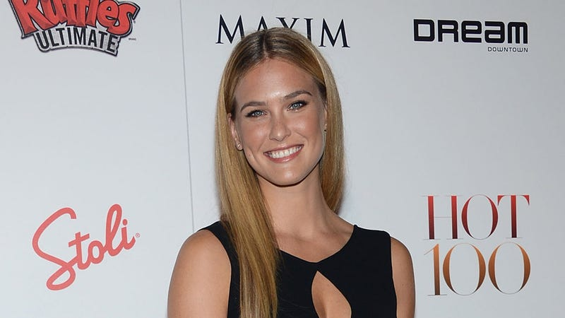 Illustration for article titled Bar Refaeli Has a Girl Crush on Jennifer Lawrence But Pledges to Marry Justin Bieber