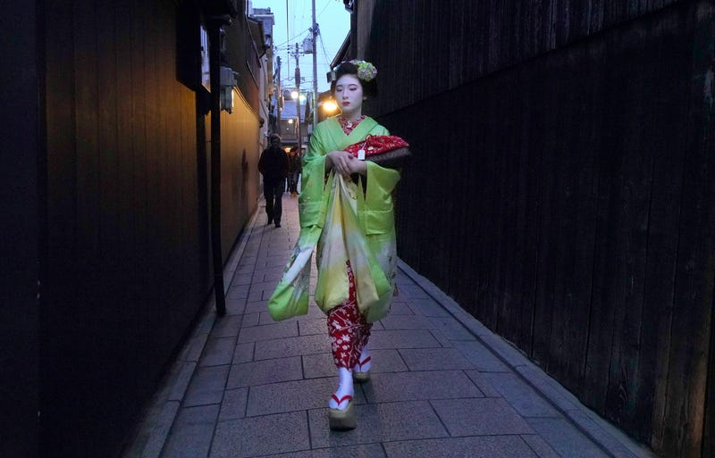 Tourists In Kyoto Are Making Geisha's Lives Difficult