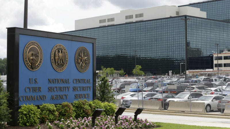 Illustration for article titled NSA Contractor Arrested in Probe of Stolen 'Source Code' [Updates]