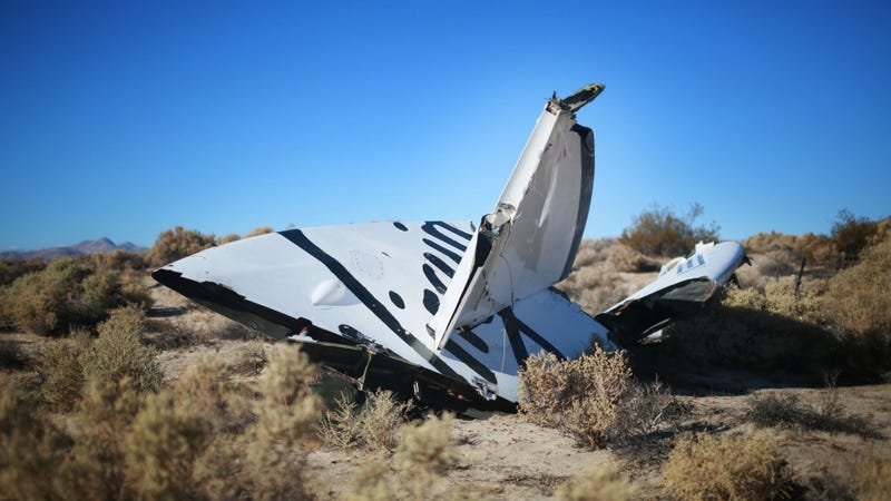 Illustration for article titled SpaceShipTwo Pilot's Free Fall From 50,000 Feet May Have Saved His Life