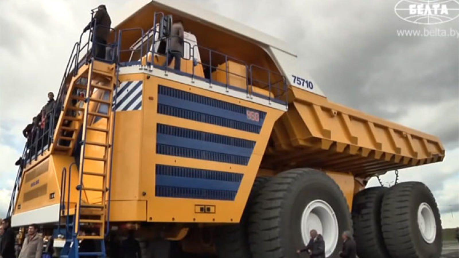 El camión más grande del mundo es una bestia de 810 toneladas
