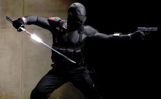 Illustration for article titled New Pictures of Snake-Eyes Costume Meet Your Futuristic Ninja Needs