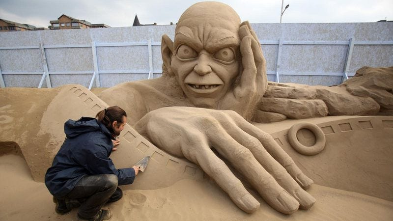 Illustration for article titled Check out Gigantic Evil Sand Gollum and more from the Weston-super-Mare sand-sculpture festival
