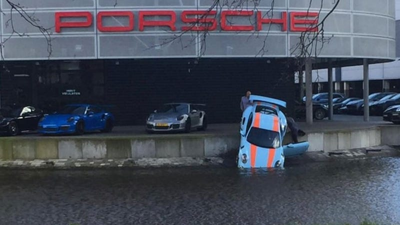 Illustration for article titled Gulf Porsche 911 GT3 RS Ends Up In Actual Gulf