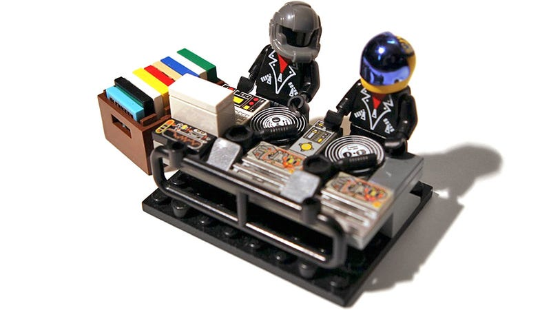 Illustration for article titled I Want These Daft Punk Lego Minifigs More Than Their New Album