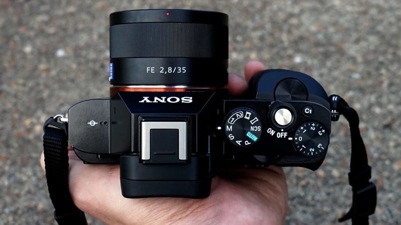 sony a7r and a7 first impressions full frame power palm sized camera