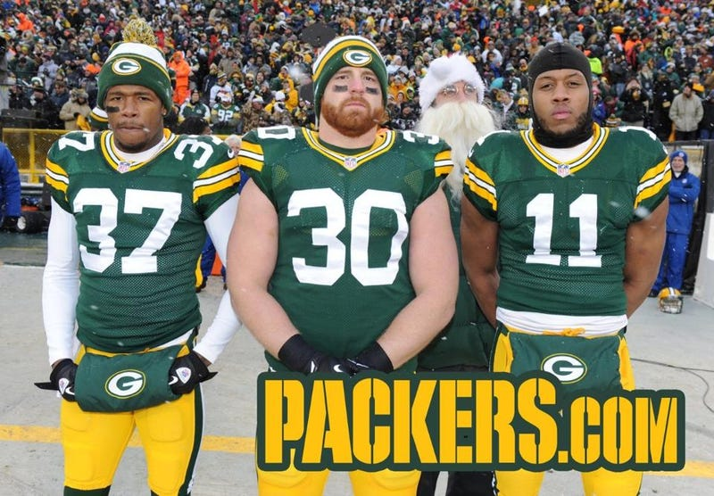 Illustration for article titled Santa Rodgers Photobombs Green Bay's Captain Photo