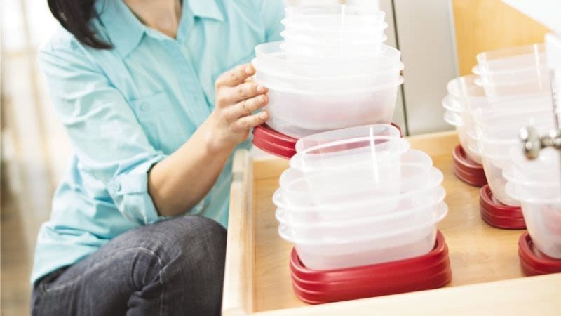 Set de 42 contenedores Rubbermaid Easy Find Lid Food   $16   Amazon