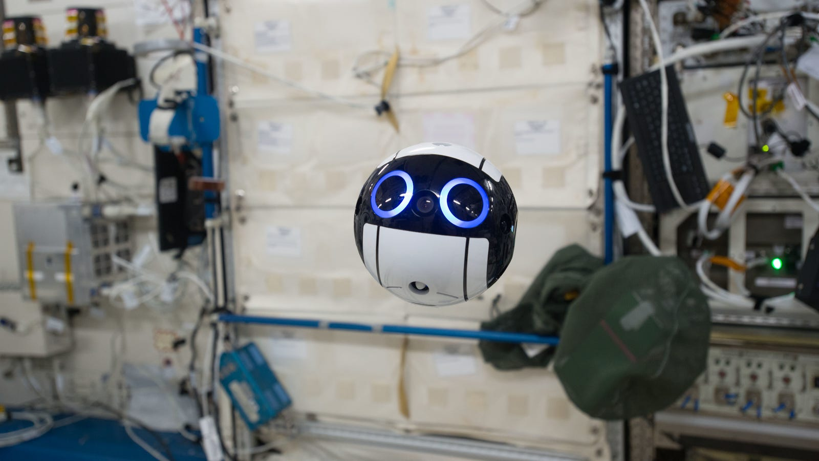 photo image This Floating Robotic Camera Is the Cutest Thing Ever Sent Into Space