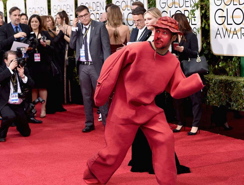 Illustration for article titled Ryan Gosling Sneaks Past Paparazzi In Full-Body Red Carpet Camouflage