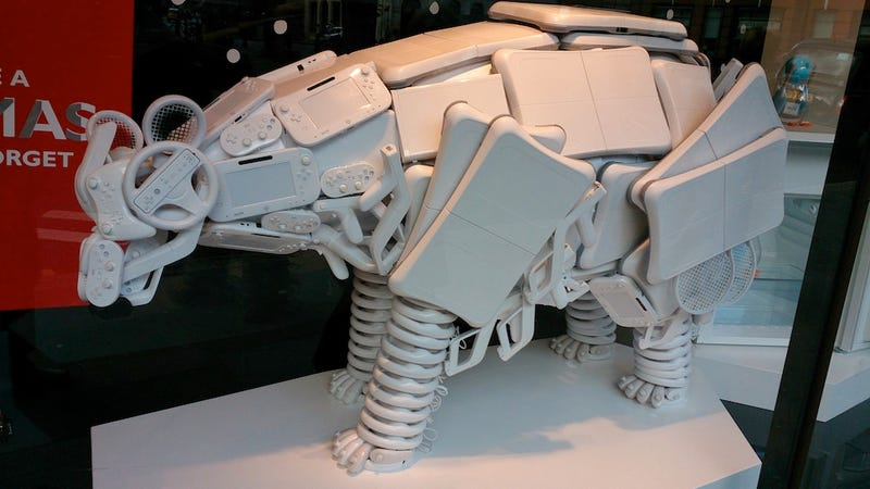 Illustration for article titled Old Nintendo Products Turned Into Insane Statue